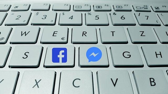 Klawiatura z przyciskami Facebook i Messenger