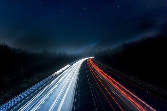 autostrada ze światłami